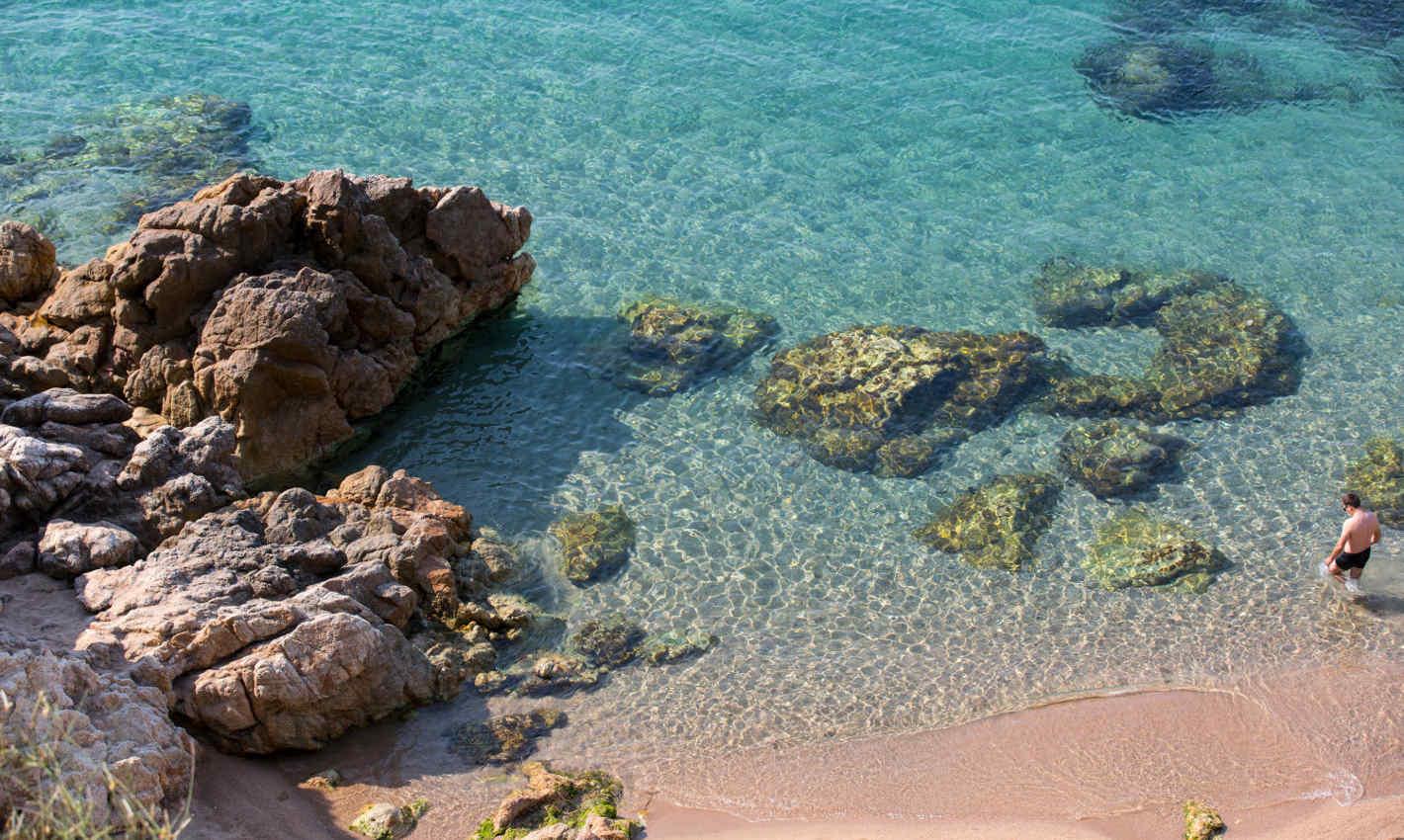 platja-roques-calella-aigua-transparent